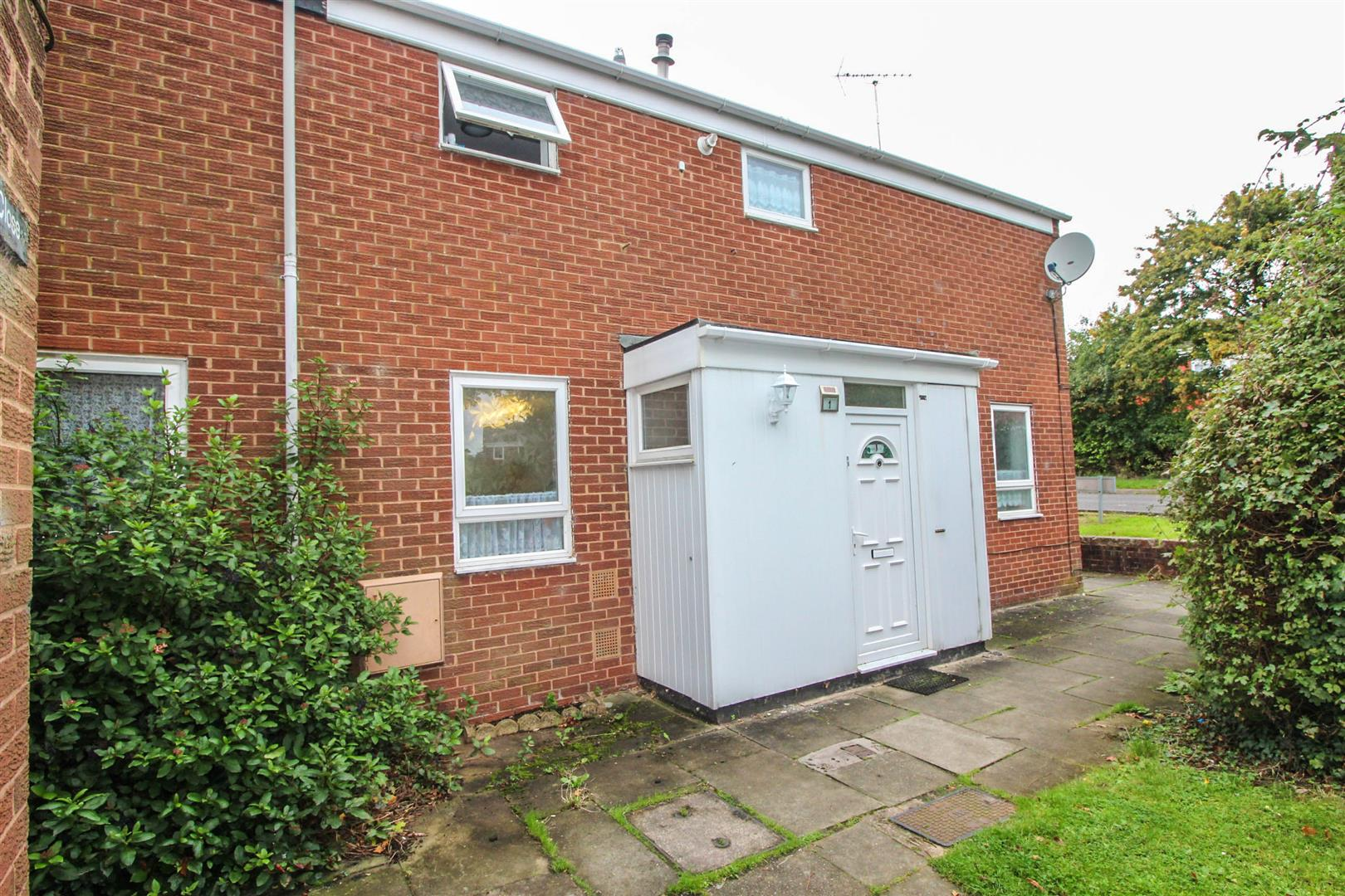 3 Bedrooms Town House for sale in Langley Close, Matchborough West, Redditch